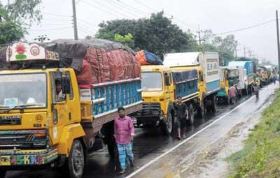 Tailback on Dhaka-Chittagong highway
