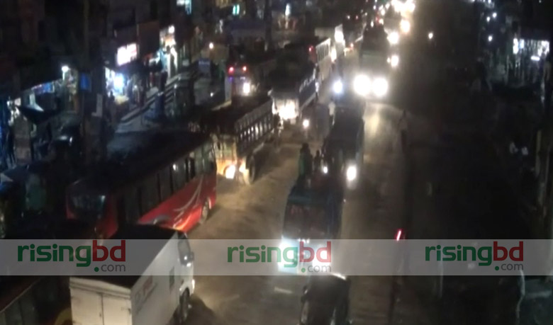 Long traffic jam on Dhaka-Tangail highway