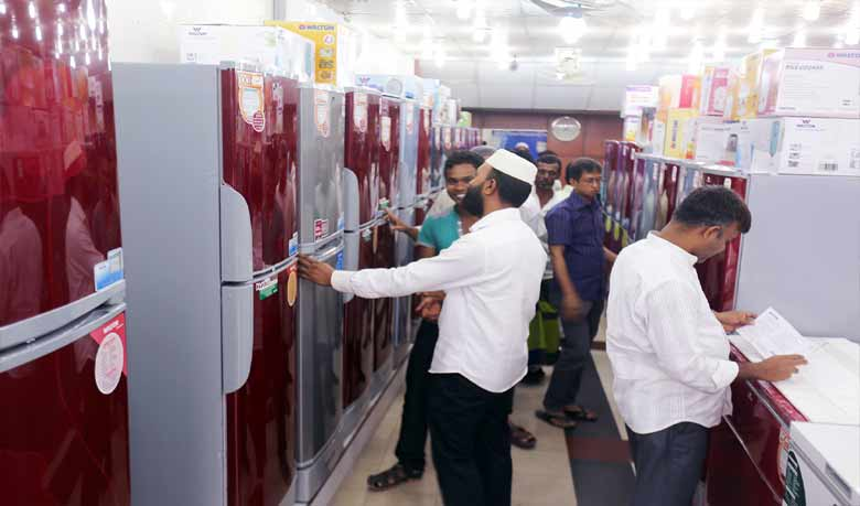 Consumers choosing Large deep based Walton refrigerator