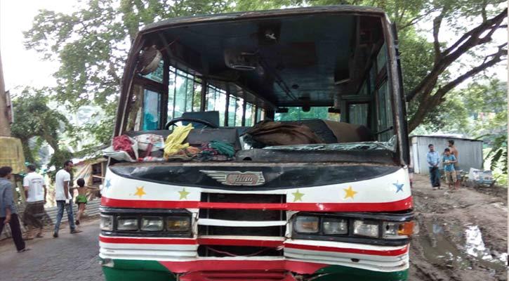 Road crash kills 2 in Faridpur