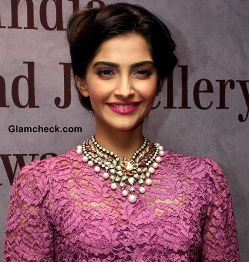Sonam joins fight to make India hunger-free