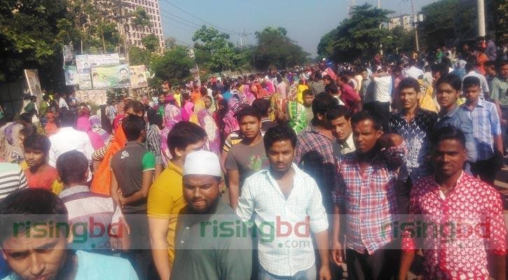 Road crash kills RMG worker, fellows block N'ganj road
