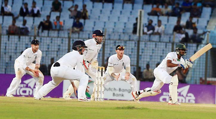 A scene of the match during Bangladesh vs England test cricket.