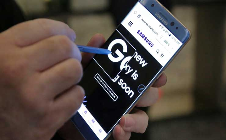 A screen magnification feature of the Samsung Galaxy Note 7 is demonstrated, in New York in this July 2016 photo. The company has advised consumers to power off their phones following reports of them catching fire.