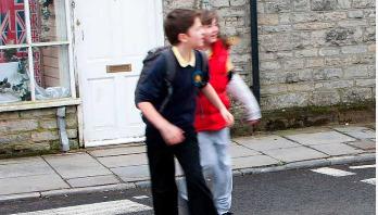 দুর্ঘটনার ঝুঁকিতে ১৪ বছরের কম বয়সীরা