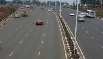 Bus-truck crash in Kenya kills 26