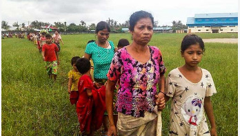 Myanmar forces 'fire on fleeing Rohingyas'