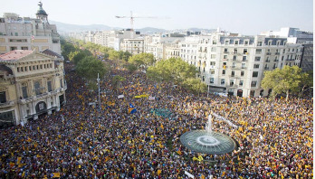 Catalan independence: Hundreds of thousands rally in Barcelona