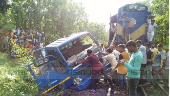 Two killed as pick up crushed under train at Kaliakoir