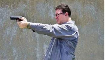 Australian MP criticised over gun photo