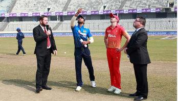 Tri-Nation Series: Zimbabwe batting against Sri Lanka