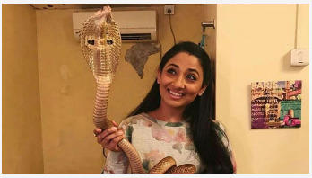 Actress arrested for posing with cobra
