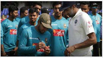 Ashwin takes Mushfiqur Rahim's autograph on ball
