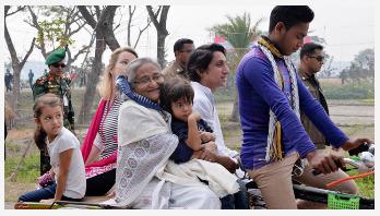 PM enjoys a rickshaw van ride
