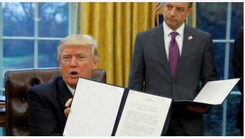 Trump dumps TPP trade deal
