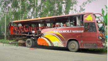 Bus-truck collision kills 3 in Bogra
