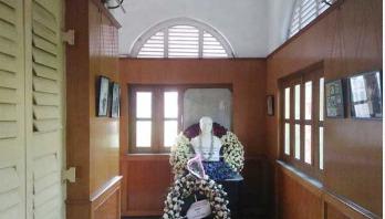 বেকার হোস্টেলে বঙ্গবন্ধুর ভাস্কর্য সরানোর দাবি মুসলমান ছাত্রদের