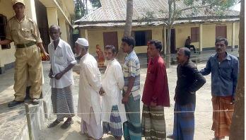 গাইবান্ধা-১ আসনের উপ-নির্বাচনে ভোট গ্রহণ চলছে