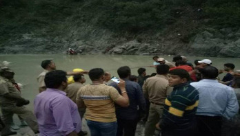 21 feared dead as bus falls into gorge in India