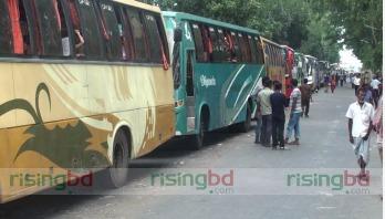 Vehicles in long queue at Paturia