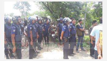 Law enforcers cordon off 2 militant dens in Jhenidah