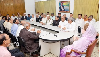Khaleda holds meeting with party advisors