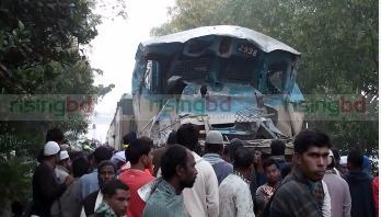 Train-truck collision kills asst train driver in Gazipur