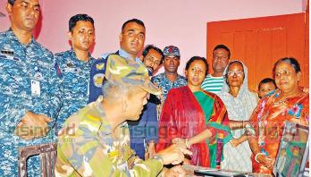 চট্টগ্রামে ইভিএম মেশিনে মক ভোটিং কার্যক্রম