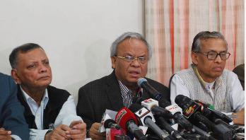 'সরকারের হুকুমে খালেদা জিয়ার মনোনয়ন বাতিল'