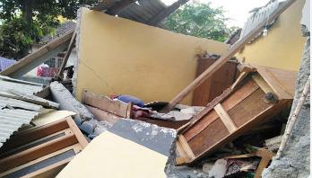 Powerful quake hits Indonesia, 10 killed