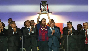 Barca battle back to lift Super Cup