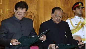Imran Khan stumbles over Urdu words while taking oath