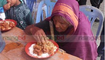বঙ্গবন্ধুর শাহাদৎবার্ষিকীতে টুঙ্গিপাড়ায় মেজবান