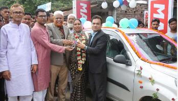 Housewife Roksana gets new car by registering fridge