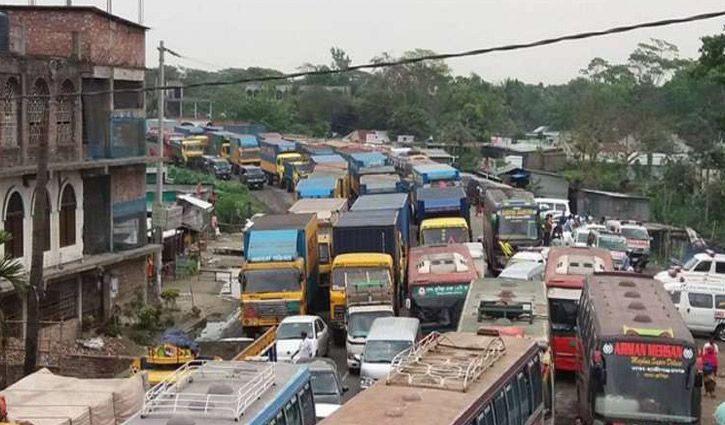 6-km tailback on Dhaka-Chattogram highway