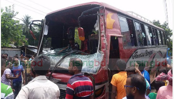 Bus rams into roadside shop in Rajshahi, 3 killed