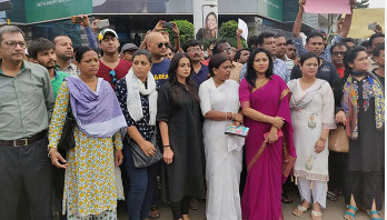 Celebrities join students' demo for road safety