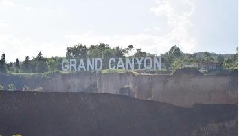 প্রচণ্ড গরমে গ্র্যান্ড ক্যানিয়নের শীতল জলে