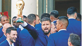'যারা ফুটবল বোঝে তারা বার্তা পাঠাচ্ছে, অভিনন্দন জানাচ্ছে'