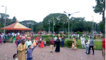 শিশু-কিশোরদের পদচারণায় মুখরিত রাজধানীর বিনোদনকেন্দ্র