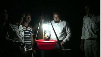 কৃষকের খরচ কমিয়ে দিয়েছে 'আলোক ফাঁদ'