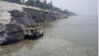 চৌহালীর নদীর তীর সংরক্ষণ বাঁধে ধস : এলাকায় আতঙ্ক