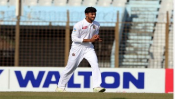 Nayeem hits world record on test debut