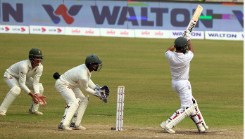 Zimbabwe openers begin confidently in chase of 443