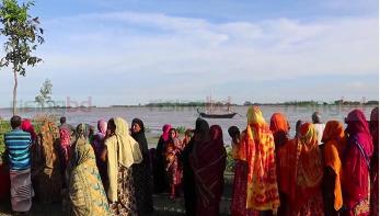 পাবনায় নৌকাডুবি : নিখোঁজদের সন্ধানে অভিযান চলছে