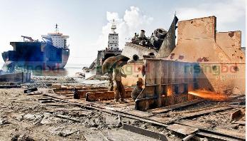 6 burnt in Ctg ship-breaking yard fire