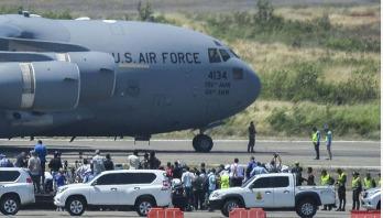 US planes arrive with Venezuelan aid