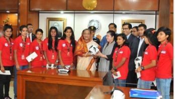 PM felicitates 10 women footballers