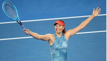 Sharapova beats Caroline Wozniacki in Australian Open