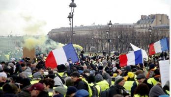 'Yellow Vests' march through Paris